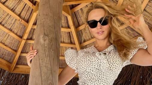 Оля Полякова похизувалася ніжками у короткій сукні: спокусливі фото