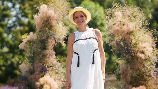 Катя Осадчая очаровала образом в белом платье среди лавандового поля