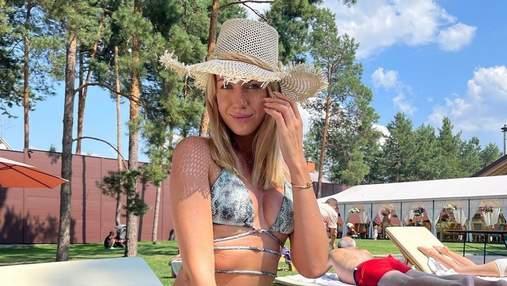 Леся Нікітюк вразила формами в купальнику зі зміїним принтом: гаряче фото