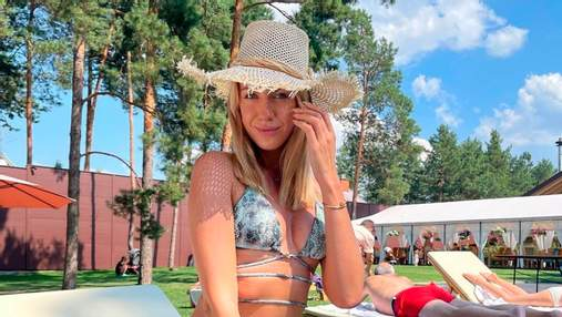 Леся Никитюк впечатлила формами в купальнике со змеиным принтом: горячее фото