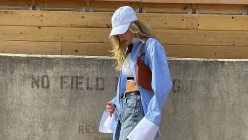 Эльза Хоск отправилась на прогулку в голубой рубашке и бейсболке: модный образ