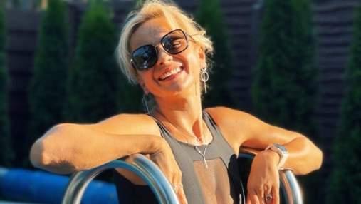 Лилия Ребрик засветила пышную грудь в купальнике с прозрачной вставкой: эротическое фото