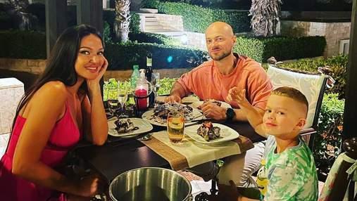 Влад Яма с женой и сыном отдыхает в Греции