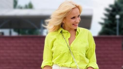 Лілія Ребрик зачарувала повсякденним образом в елегантній блузці: фото