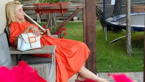 Лилия Ребрик покорила летним образом в оранжевом платье: фото