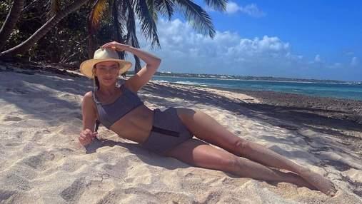Ксения Мишина похвасталась стройной фигурой в черном бикини: жаркое фото