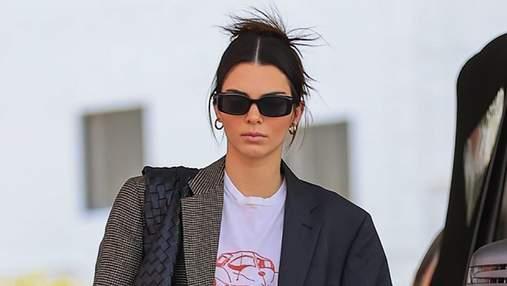 Кендалл Дженнер вийшла в світ з сумкою Bottega Veneta XXL, яку скоро будуть носити всі: фото