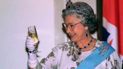 Королівський напій: рецепт улюбленого алкогольного коктейлю Єлизавети ІІ