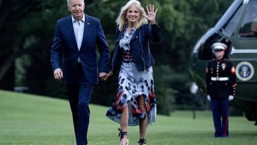 Джилл Байден очаровала элегантным образом в платье с разрезами: фото возле Белого дома