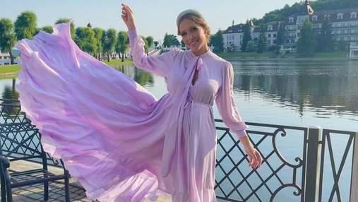 Вагітна Катя Осадча зачарувала ніжним образом у ліловій сукні: фото