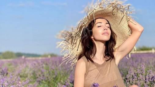 Екатерина Кухар позировала в элегантном образе среди лавандового поля: невероятные фото
