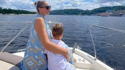 Дві з половиною людини, – Катя Осадча зачарувала миловидним фото з сином на яхті