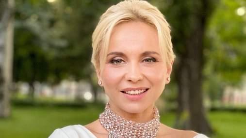 Лілія Ребрик захопила елегантним образом у білому атласному топі: фото