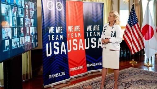 Джилл Байден підтримала збірну США на Олімпіаді-2020: фото в сукні та спортивному светрі