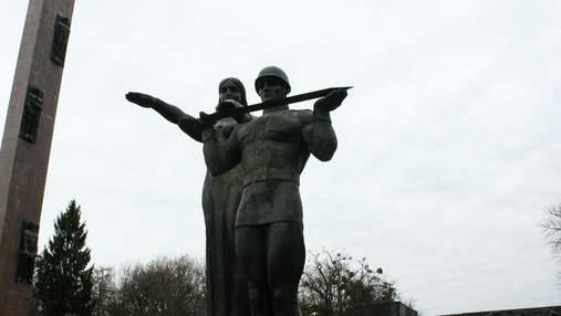 Ведучий каналу Мураєва хоче купити львівський Монумент слави