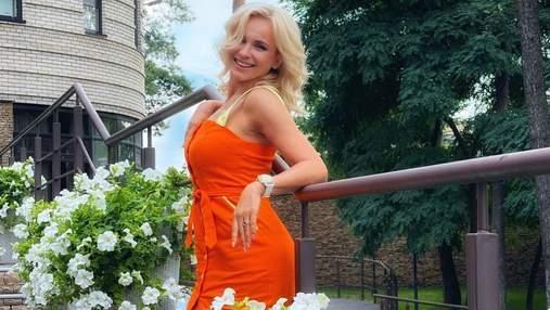 Лілія Ребрик зачарувала літнім образом у помаранчевій сукні: фото