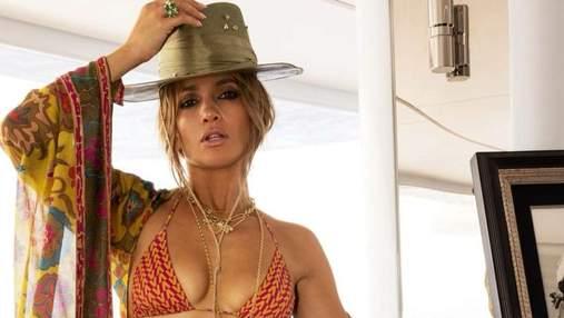 Дженніфер Лопес засвітила пишний бюст у купальнику від Valentino: гарячі фото з яхти