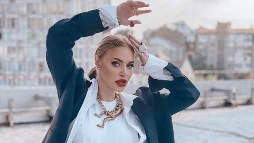 Слава Каминская выступила с первым сольным концертом: эффектный образ звезды