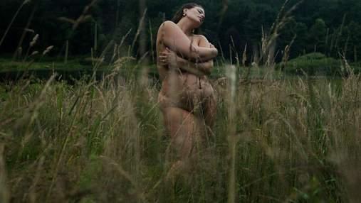 Беременная Эшли Грэм полностью обнажилась посреди поля: фото 18+