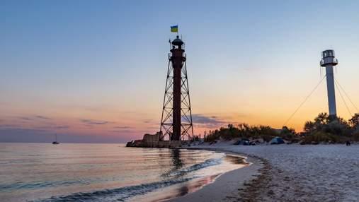 Джарылгачский, Бердянский и не только: маяки Украины, которые нужно посетить