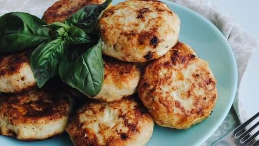 Дієтична страва на кожен день: курячі котлети з кабачком та кукурудзою