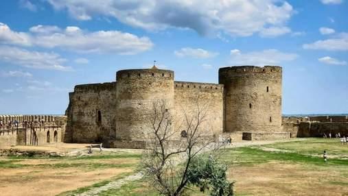 Найбільша цитадель України може обвалитися: зливи пошкодили одну з веж Аккерманської фортеці