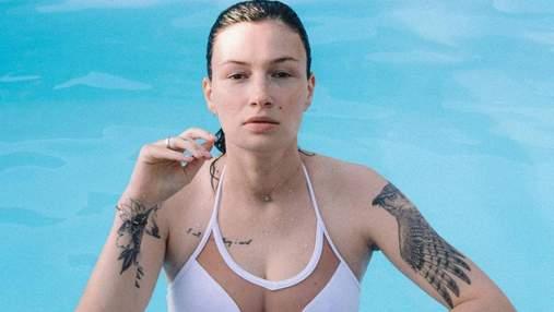 Анастасия Приходько эротично позировала в бассейне: горячее видео