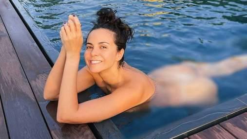 Обнаженная Настя Каменских плавала в бассейне: горячее фото