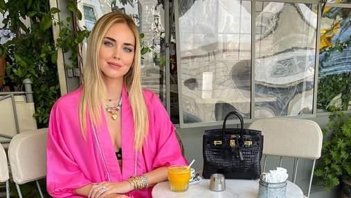 Кьяра Ферраньи восхитила образом в розовом костюме: красивые кадры