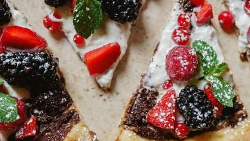 Не пепероні єдиною: рецепт солодкої піци з ягодами і шоколадом