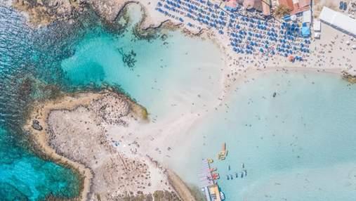 Курортний Кіпр посилює правила в'їзду для невакцинованих українських туристів: що зміниться