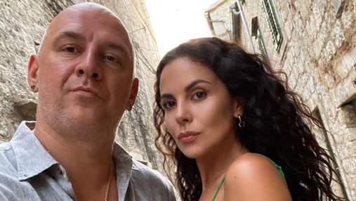 Настя Каменських і Потап проводять відпустку на березі моря: романтичні фото подружжя