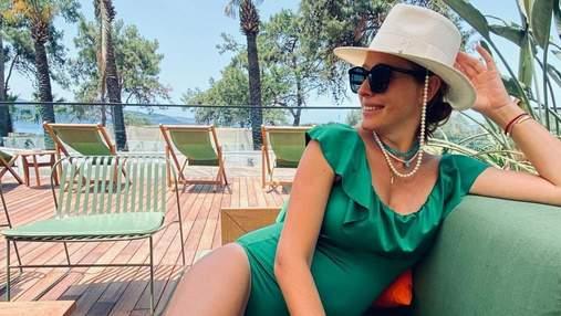 Катя Осадча на відпочинку: які купальники одягає майбутня матуся