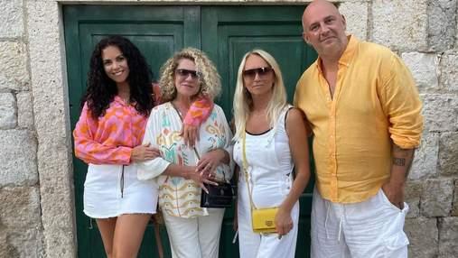 Настя Каменських з мамою і чоловіком відпочиває в Хорватії: фото
