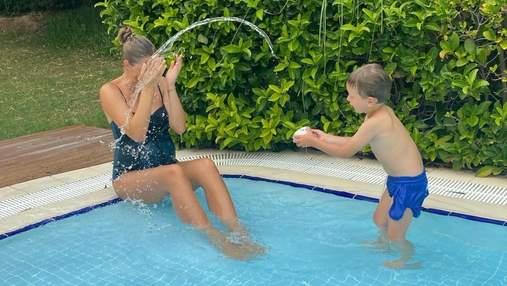 Катя Осадча показала розваги з сином у басейні: нові фото з Туреччини