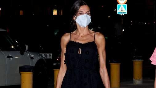 Королева Летиция отдыхает на Майорке: фото в черном платье