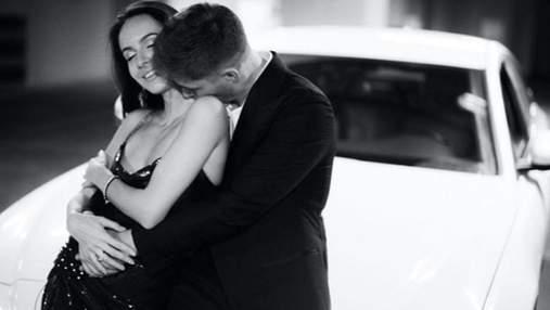 Владимир Остапчук с женой снялся в страстной фотосессии в автомобиле
