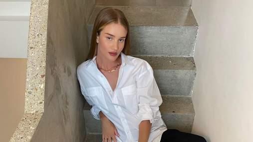 Белая рубашка и черные брюки: Рози Хантингтон-Уайтли показывает идеальный классический образ
