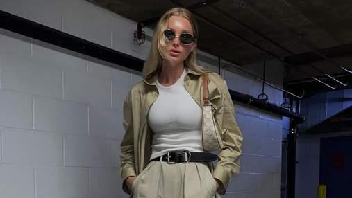 Шведская модель Эльза Госк показала стильный нюдовий аутфит: фото