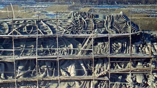 У Києві на Байковому відновлюють скульптури, які замурували при СРСР