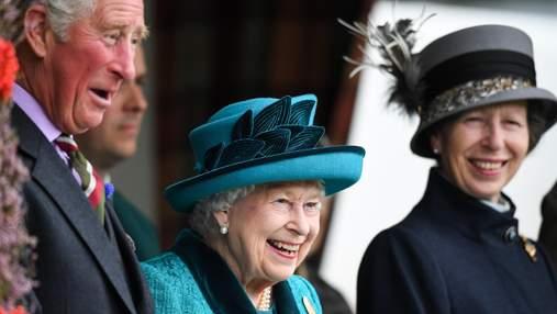 Принц Чарльз поздравил принцессу Анну с днем рождения милым детским фото