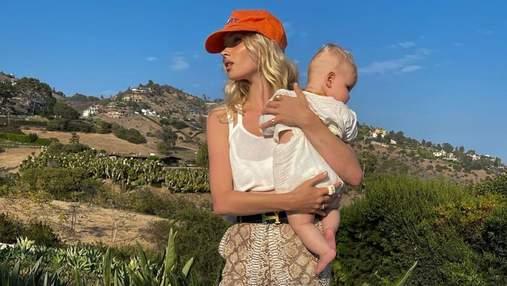 Брюки в змеиный принт за 23 тысячи гривен и оранжевая кепка: Эльза Хоск показала новый образ