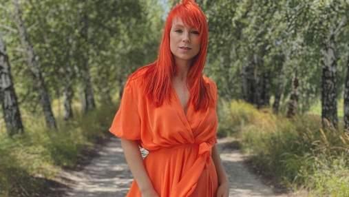 Под цвет волос: Светлана Тарабарова поразила стильным образом в огненном платье
