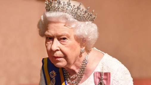 Елизавета II наняла адвокатов для борьбы со скандальными заявлениями Гарри и Меган, – СМИ