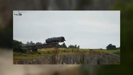 """Во время съемок """"Миссия невыполнима 7"""" паровоз пустили с рельсов: впечатляющее видео"""