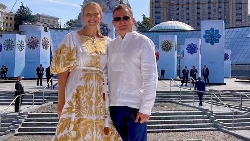 Катя Осадча у вишиванці позувала на Майдані Незалежності: фото першого виходу після пологів