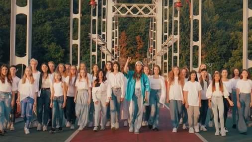 """Jerry Heil записала """"Гімн молоді"""" с фанатами: зрелищное видео ко Дню Независимости"""