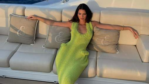 "Кендалл Дженнер вирушила на прогулянку в сукні Bottega Veneta з накладними ""бедрами"": фото"