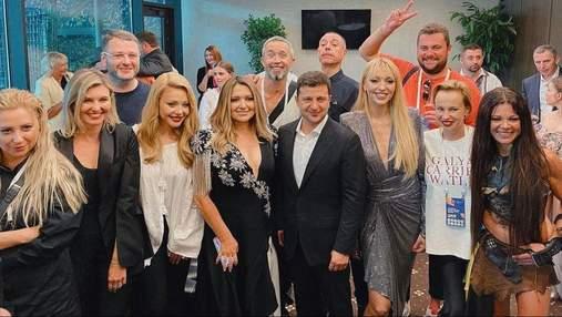 Володимир Зеленський сфотографувався з артистами після концерту до Дня Незалежності