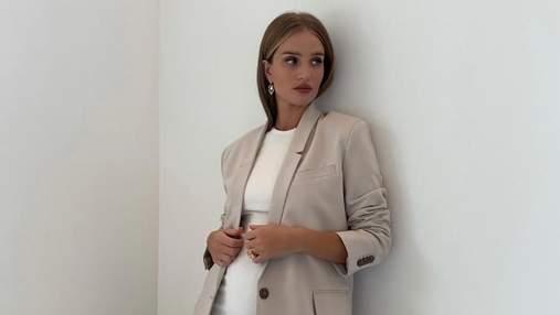 Базовый гардероб: Рози Хантингтон-Уайтли показывает, с чем сочетать трикотажное платье осенью